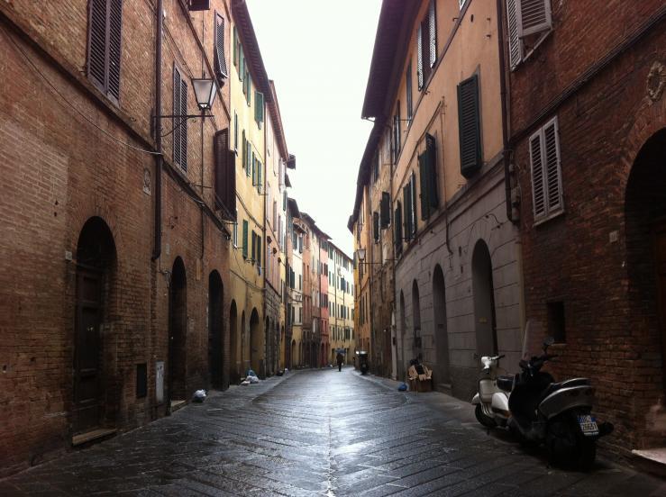 Самая узкая улица города