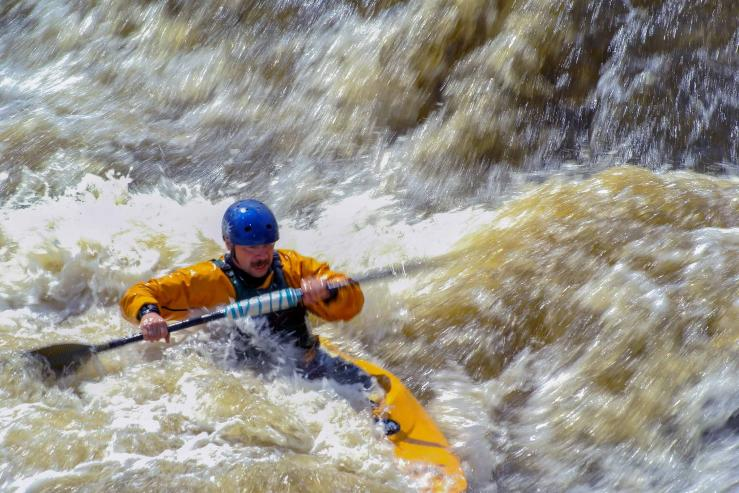 Соревнования по водному туризму на порогах реки Исеть близ города