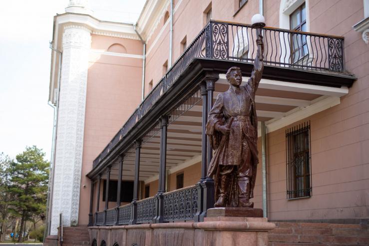 Кыргызский национальный ордена В.И.Ленина академический театр оперы и балета имени Абдыласа Малдыбаева