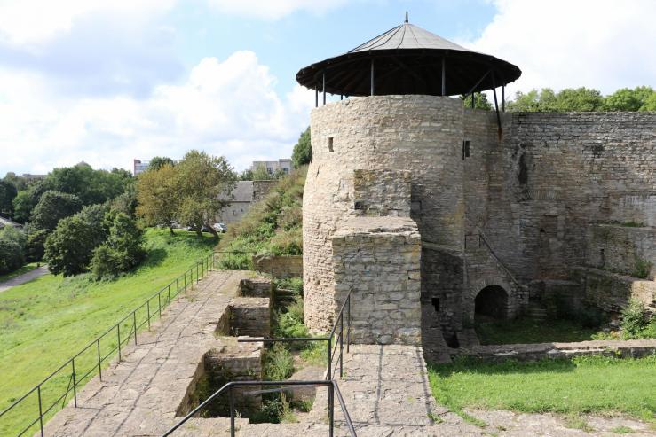 Замок и смотровая башня