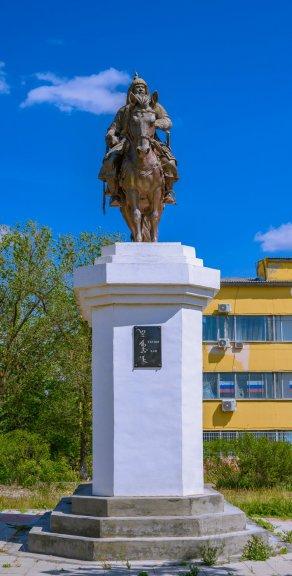 Памятник Убуши Хану