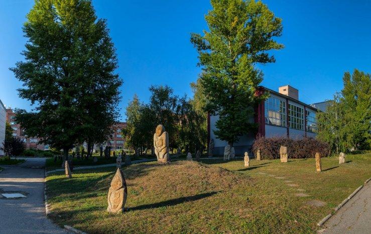 Парк-музей антропоморфных стел и половецких каменных изваяний