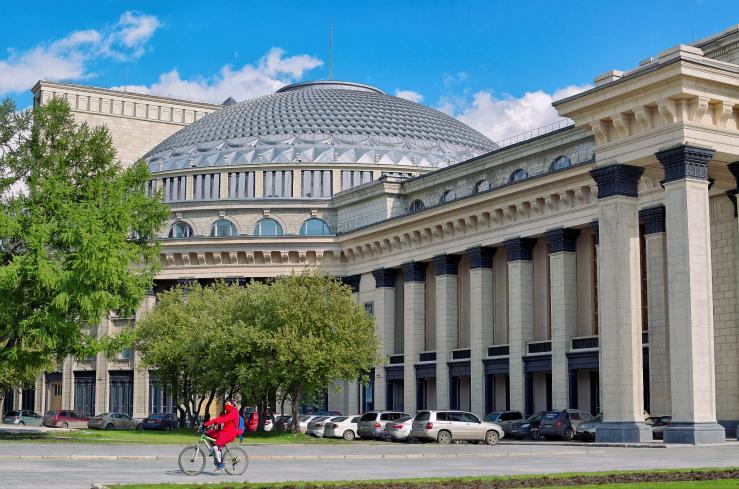 Театральная площадь, Оперный театр